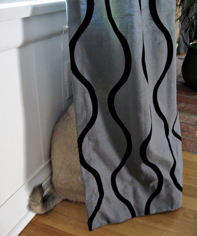 foto-perro-escondido Perros que se esconden cuando saben que han hecho algo mal Perros que se esconden cuando saben que han hecho algo mal foto perro escondido