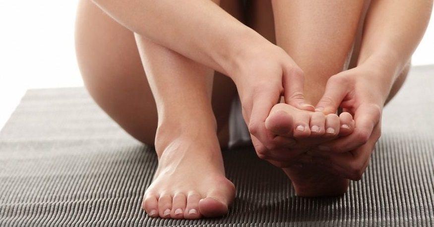 pies hinchados causas y remedios para los pies hinchados Causas y remedios para los pies hinchados pies hinchados