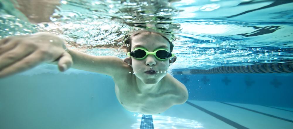 Niño natación El deporte como herramienta para controlar la hiperactividad El deporte como herramienta para controlar la hiperactividad natacion ni  os